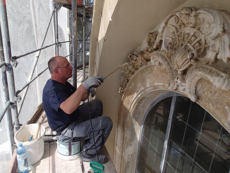 Renovierung der Kirche - Portal und Säulen. © Wolfgang Chalupsky
