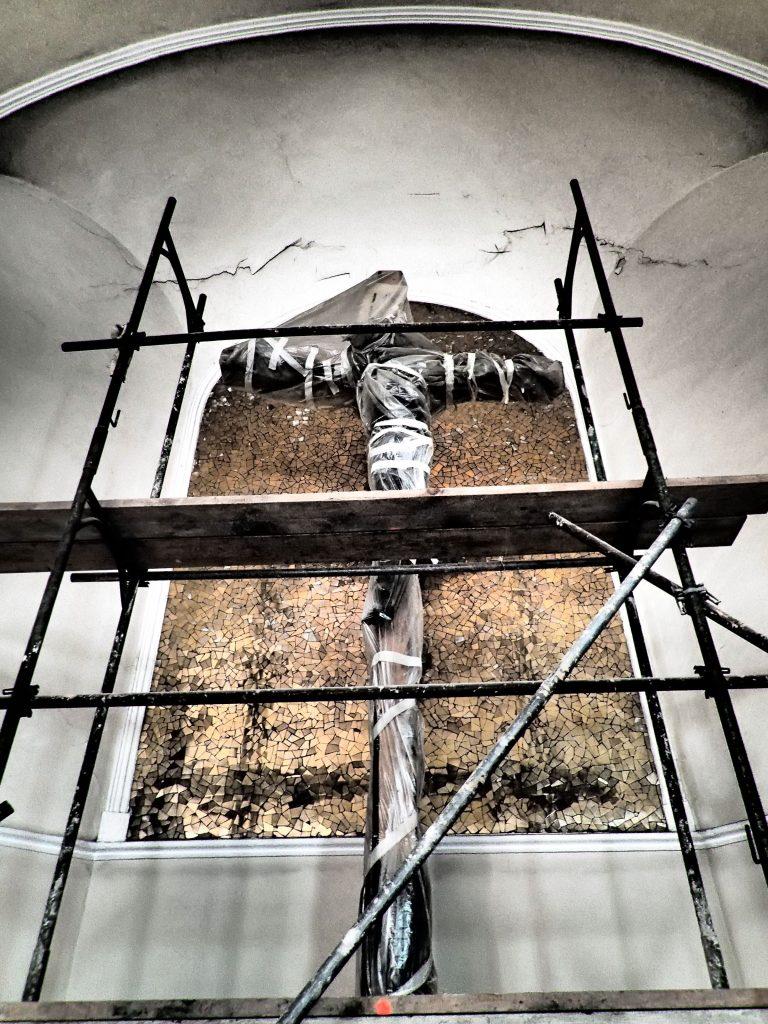 Renovierung der Kirche, eingepackt, © Wolfgang Chalupsky
