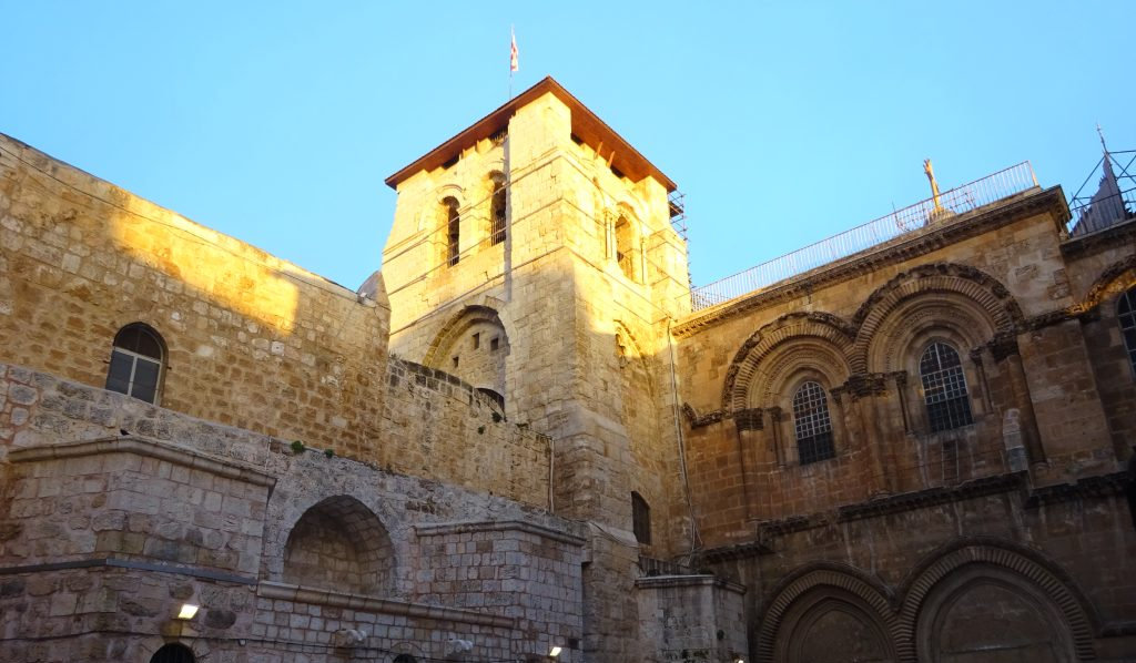 Eingang zur Grabes- und Auferstehungskirche, Jerusalem. © Helmut Heimhilcher