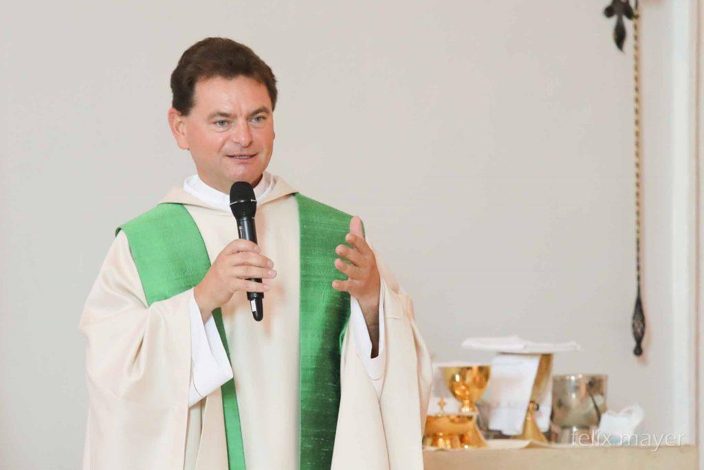 Installation von Pfarrer Zvonko Brezovski durch Kardinal Schönborn am 13. September 2020. © Felix Mayer